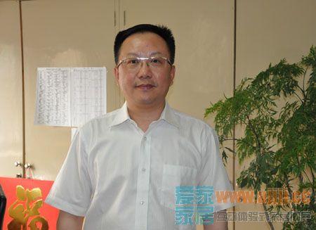 图为中国家用纺织品行业协会会长 杨兆华